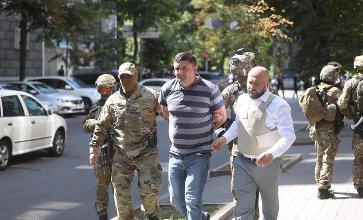 Спецназовцы задержали мужчину, угрожавшего взорвать гранату в Кабмине / фото МВД