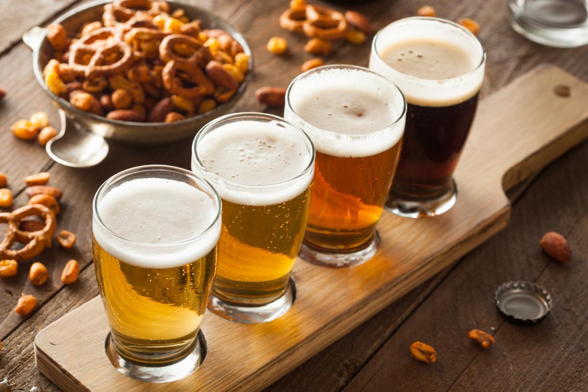 Сегодня можно угощать пивом знакомых / depositphotos.com
