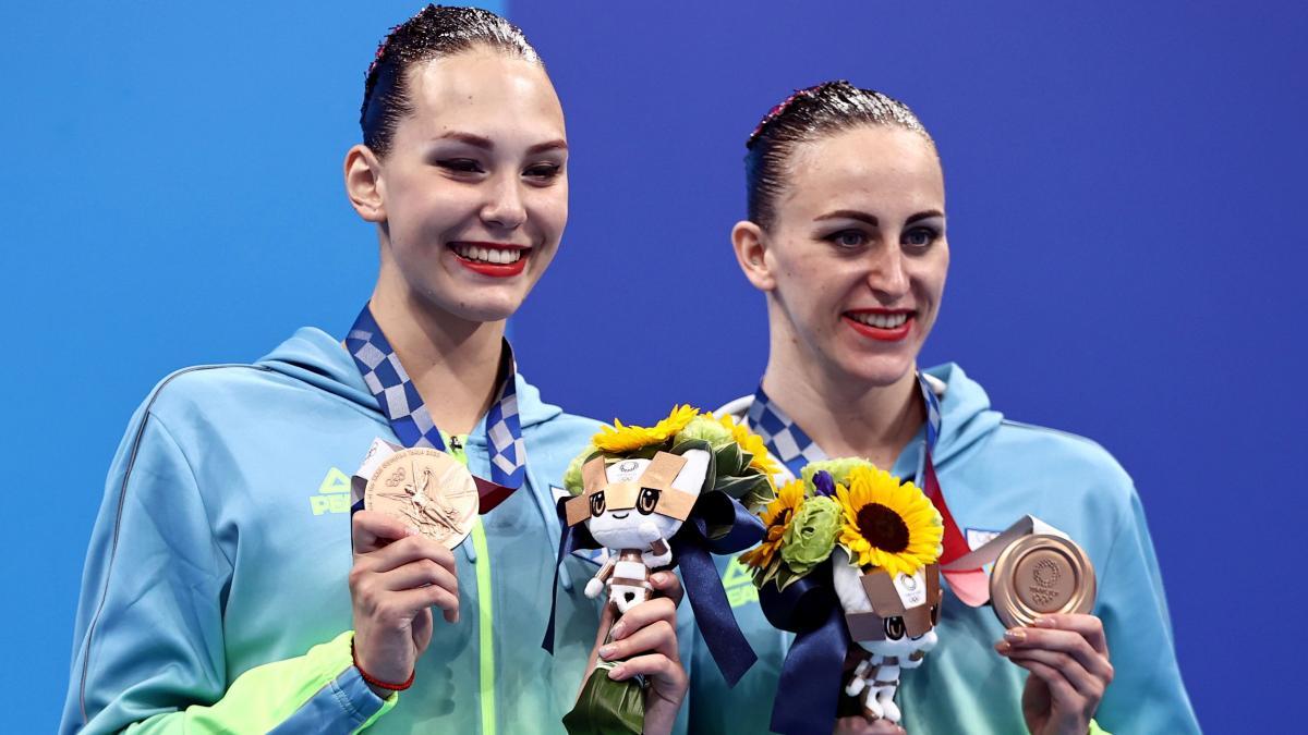 Анастасія Савчук та Марта Федіна вигралипершу в історію України олімпійську медаль зартистичного плавання / фото REUTERS