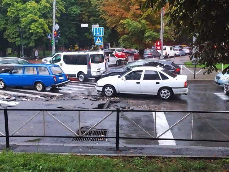 У Хмельницькомучерез негоду зупинився транспорт / фото Катерина Чабан, Facebook