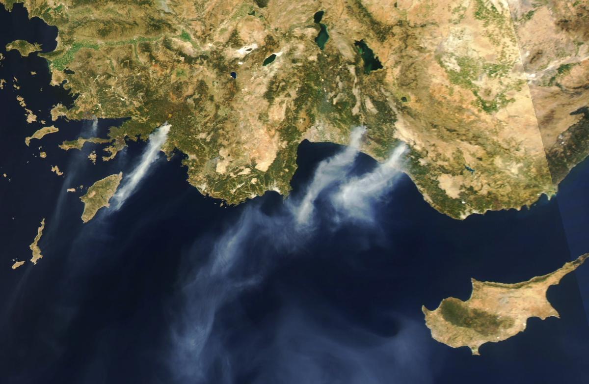 Турция продолжает борьбу с лесными пожарами / фото earthobservatory.nasa.gov