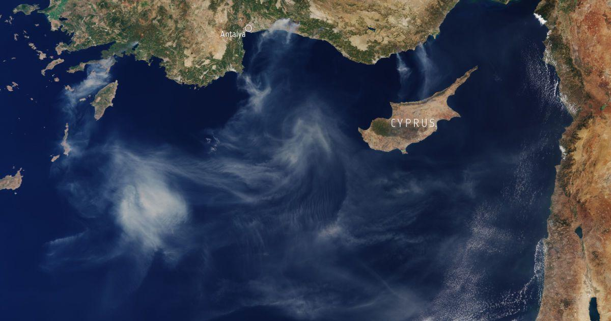 Smoke from forest fires in Turkey, view from space / photo earthobservatory.nasa.gov