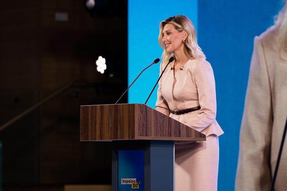 Зеленська здалася в новому костюмі / instagram.com/olenazelenska_official