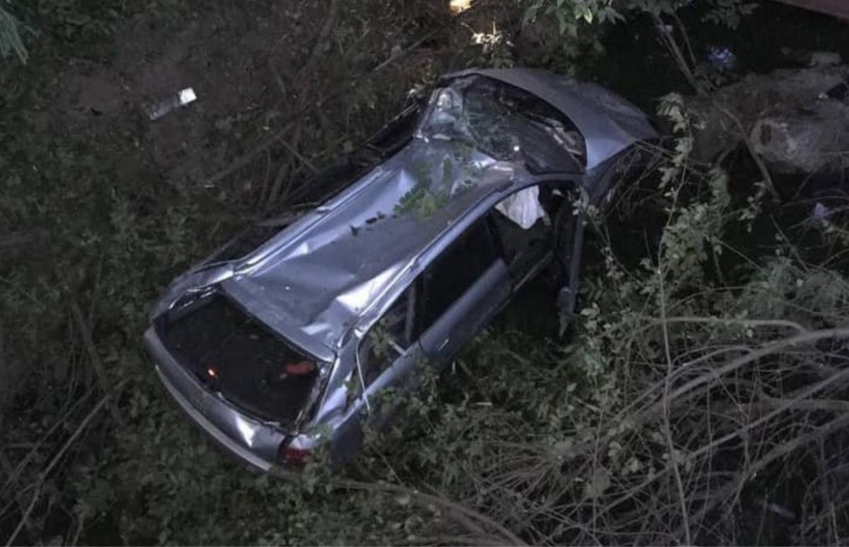 От падения авто получило вмятины/ фото патрульная полиция Харькова