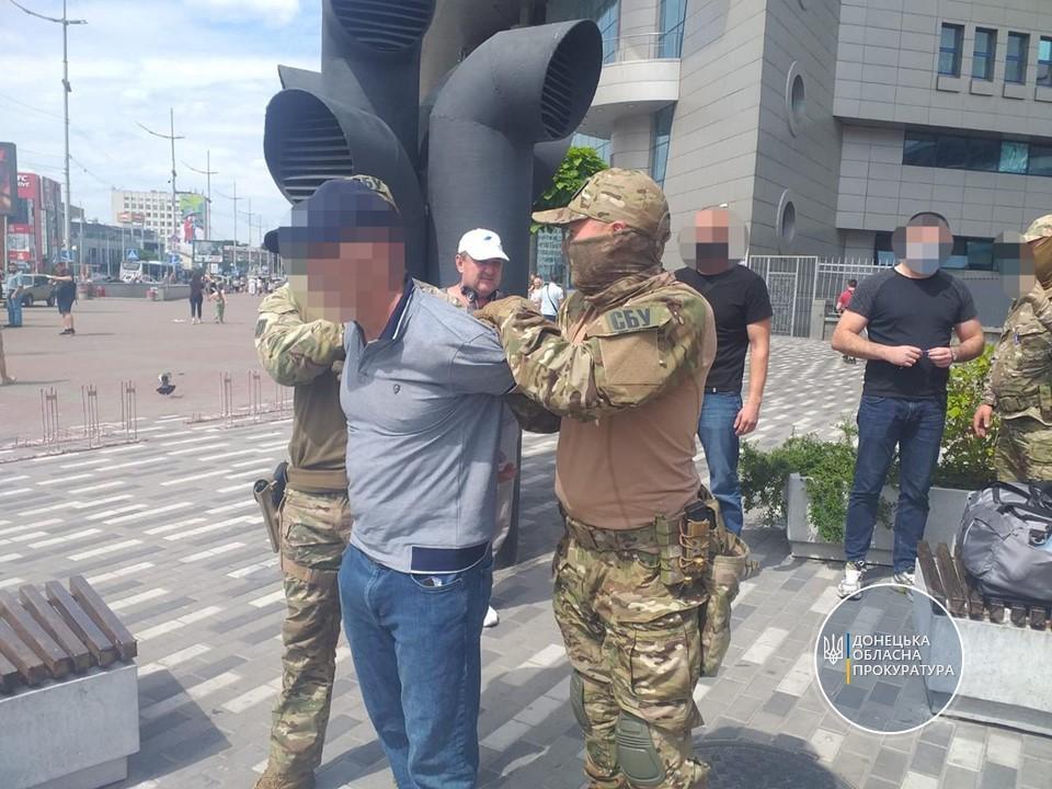 Чоловік підшукував дівчат від 20 до 30 років / фото Донецька обласна прокуратура