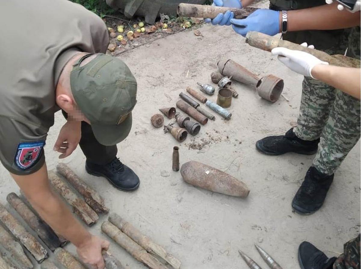 Правоохранители нашли у дельцов почти 15 кг взрывчатого вещества / фото СБУ
