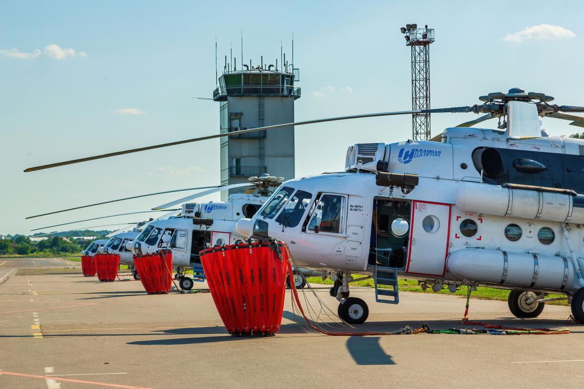 """Вертольоти Мі-8МТВ-1 із складу флоту компанії """"Українські вертольоти"""""""