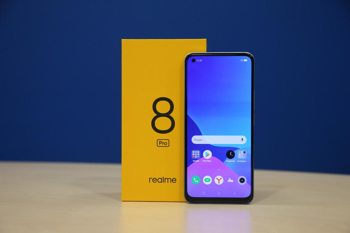 Смартфон realme 8 Pro / фото УНІАН