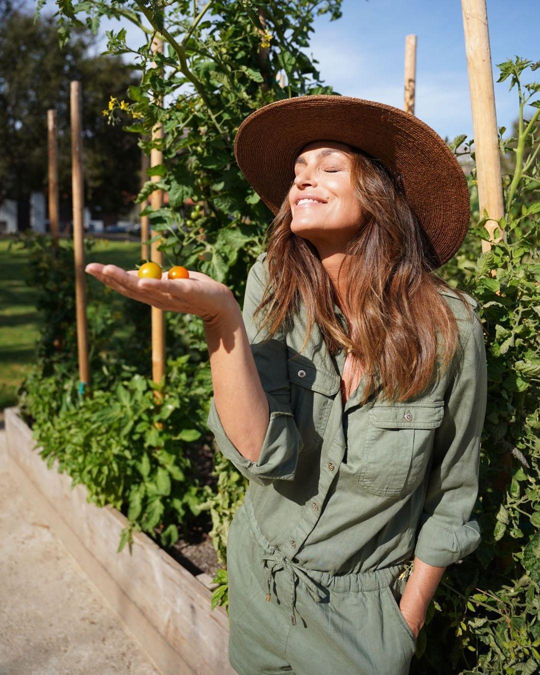 Синди Кроуфорд показала стильные образы / instagram.com/cindycrawford