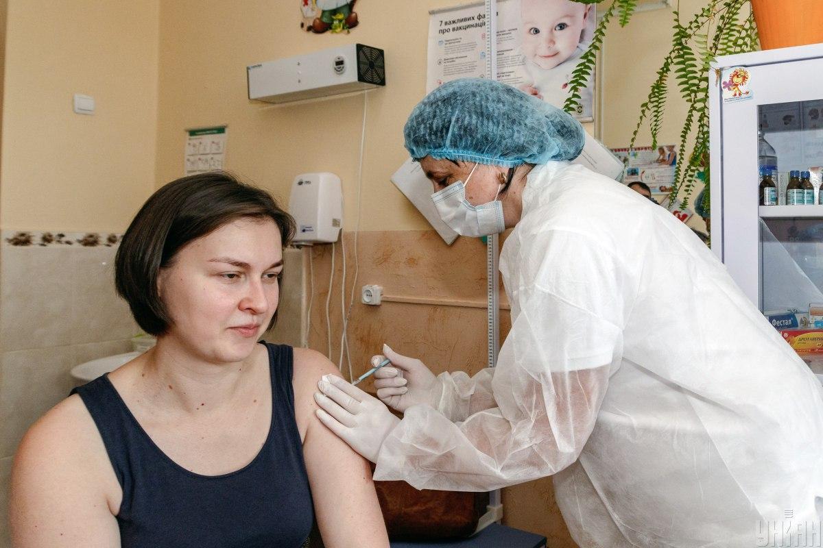 Для определенных профессий вакцинация станет обязательной / фото УНИАН, Немеш Янош