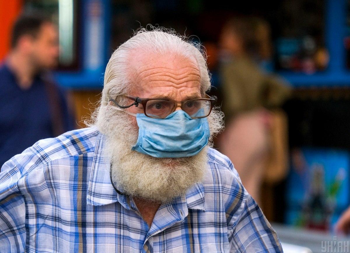 """Он также заявил о необходимости повторной вакцинации """"бустерными"""" дозами. / фото - УНИАН"""