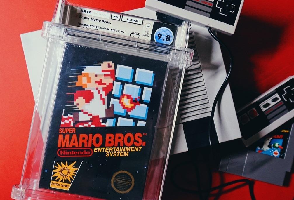 Запечатанный картридж с игрой Super Mario Bros /фото techbeezer.com