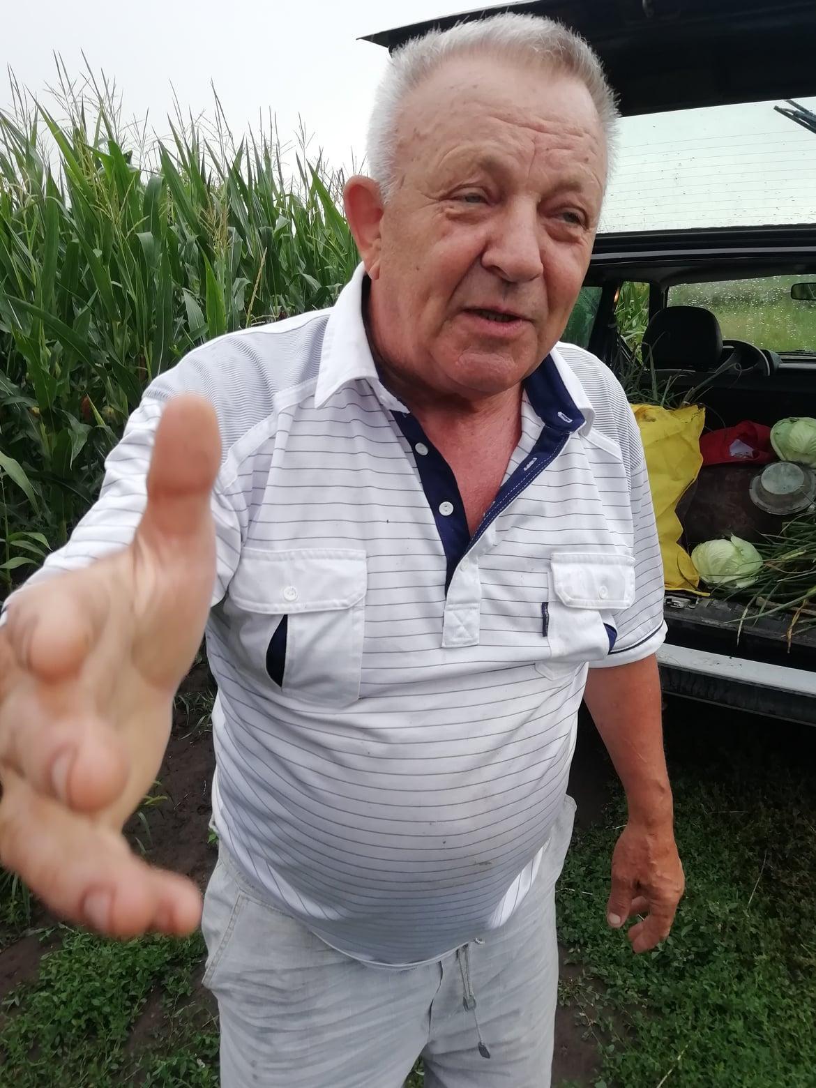 Mykhailo Verbytskyi's car shows cabbage and a bag of vegetables / photo Facebook / Roman Kotsyubovych