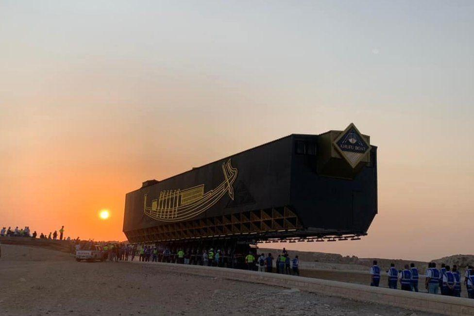В Египте перевезли гигантскую