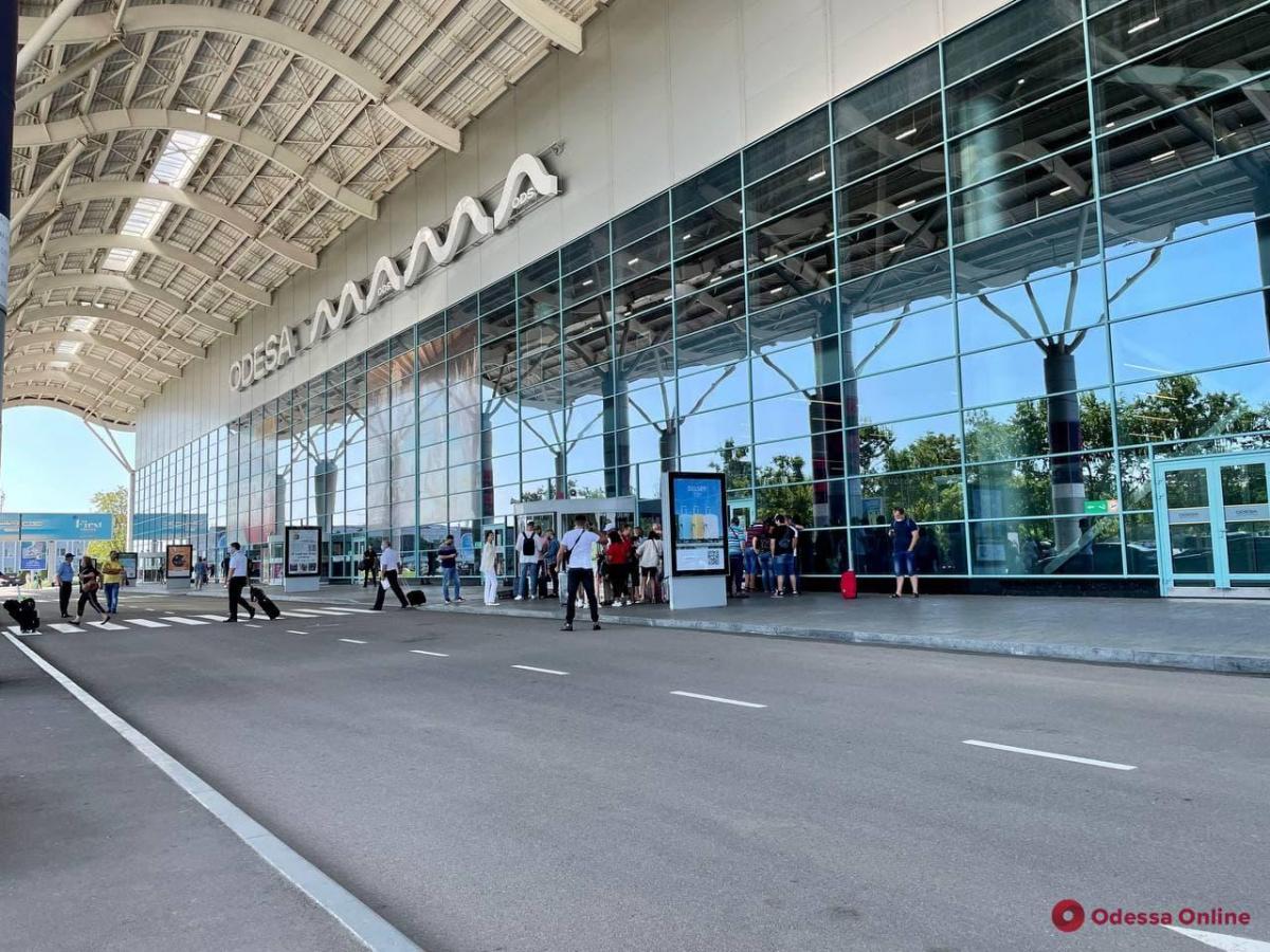 Сделать прививку в одесском аэропорту можно ежедневно с 9:00 до 18:00 / фото Odessa.online
