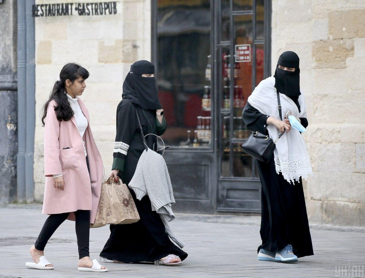 Вулиці Львова заполонили гості з арабських країн / фото УНІАН, Євгеній Кравс