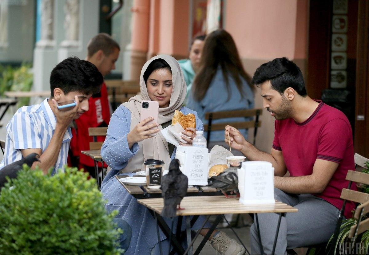 There are already restaurants in Lviv that have certificates for halal food / photo UNIAN, Eugene Kravs