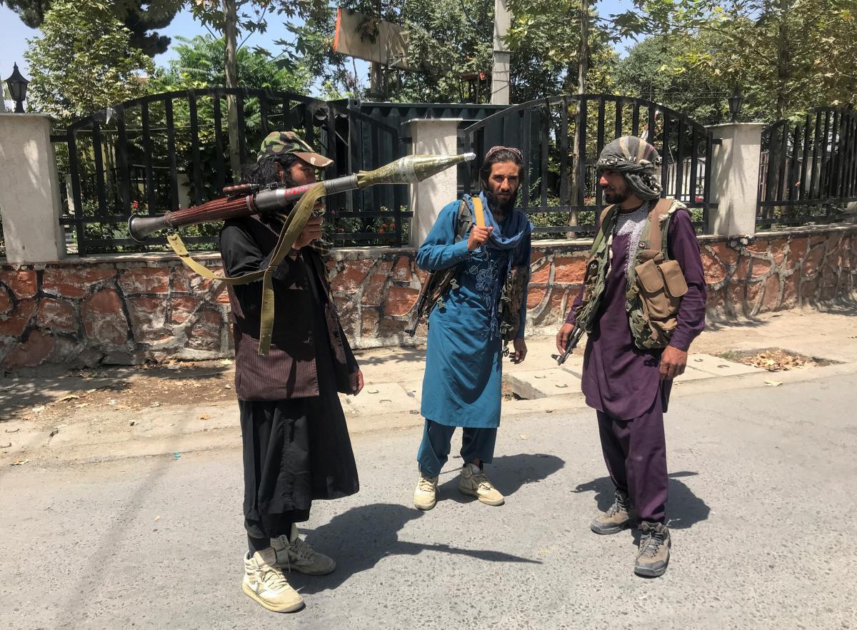 """Парикмахеры жалуются, что не знают, как вести бизнес в условиях запретов от """"Талибана"""" / фото REUTERS"""