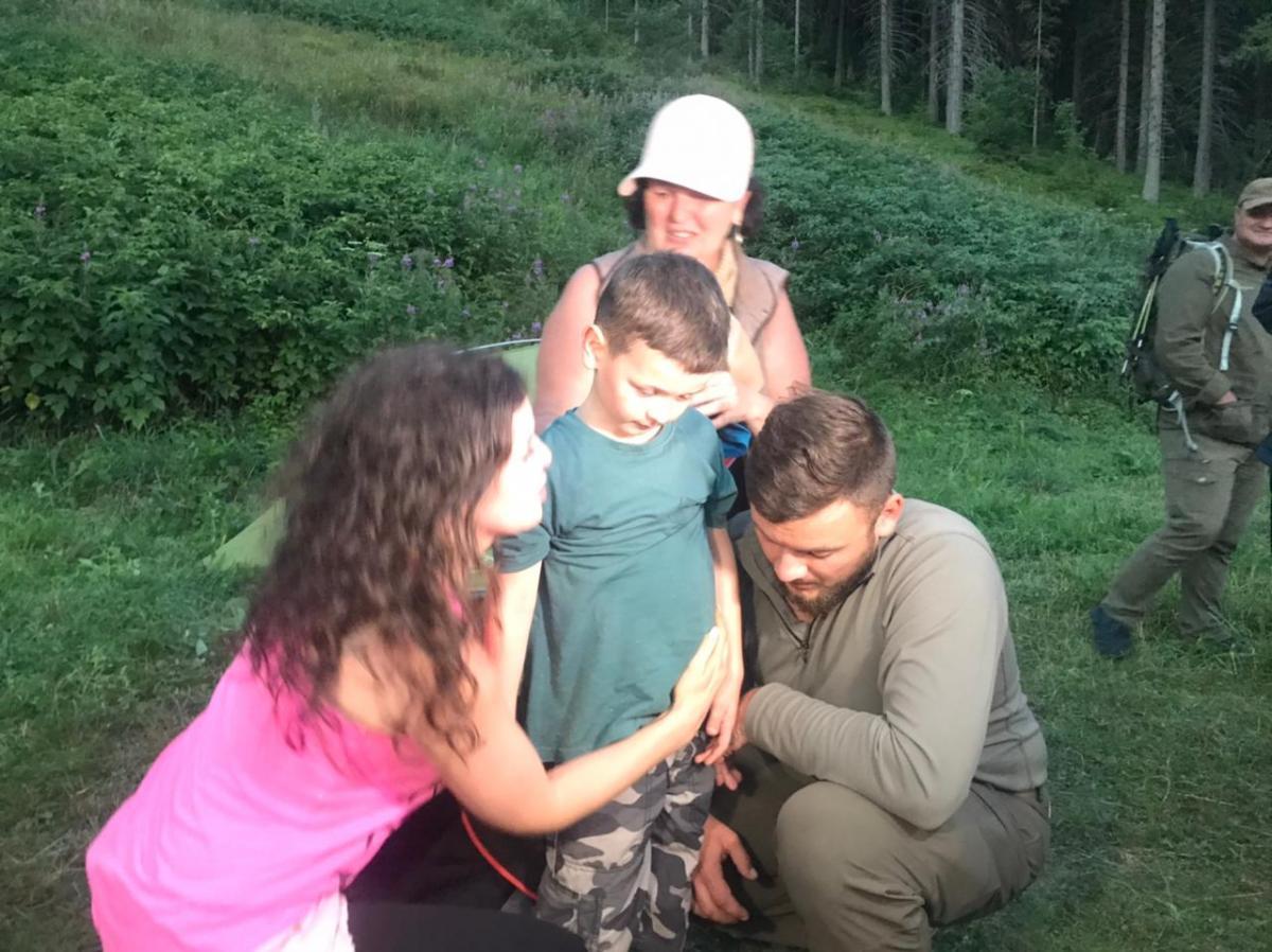 Шестирічний Олексій Стефанців понад добу провів сам у горах / фото dsns.gov.ua