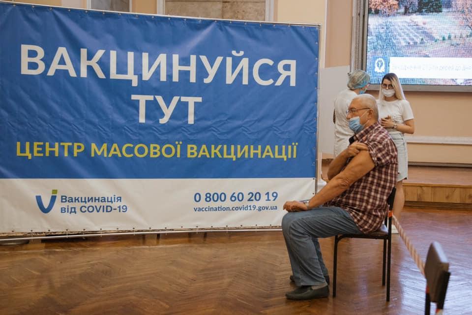 Ляшко отчитался об успехах вакцинации / фото facebook.com/Karazin.University/