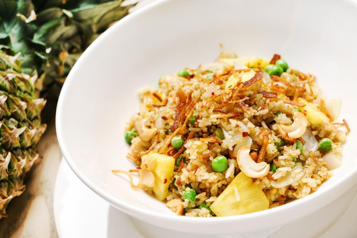 Вкусный салат с ананасами / depositphotos.com