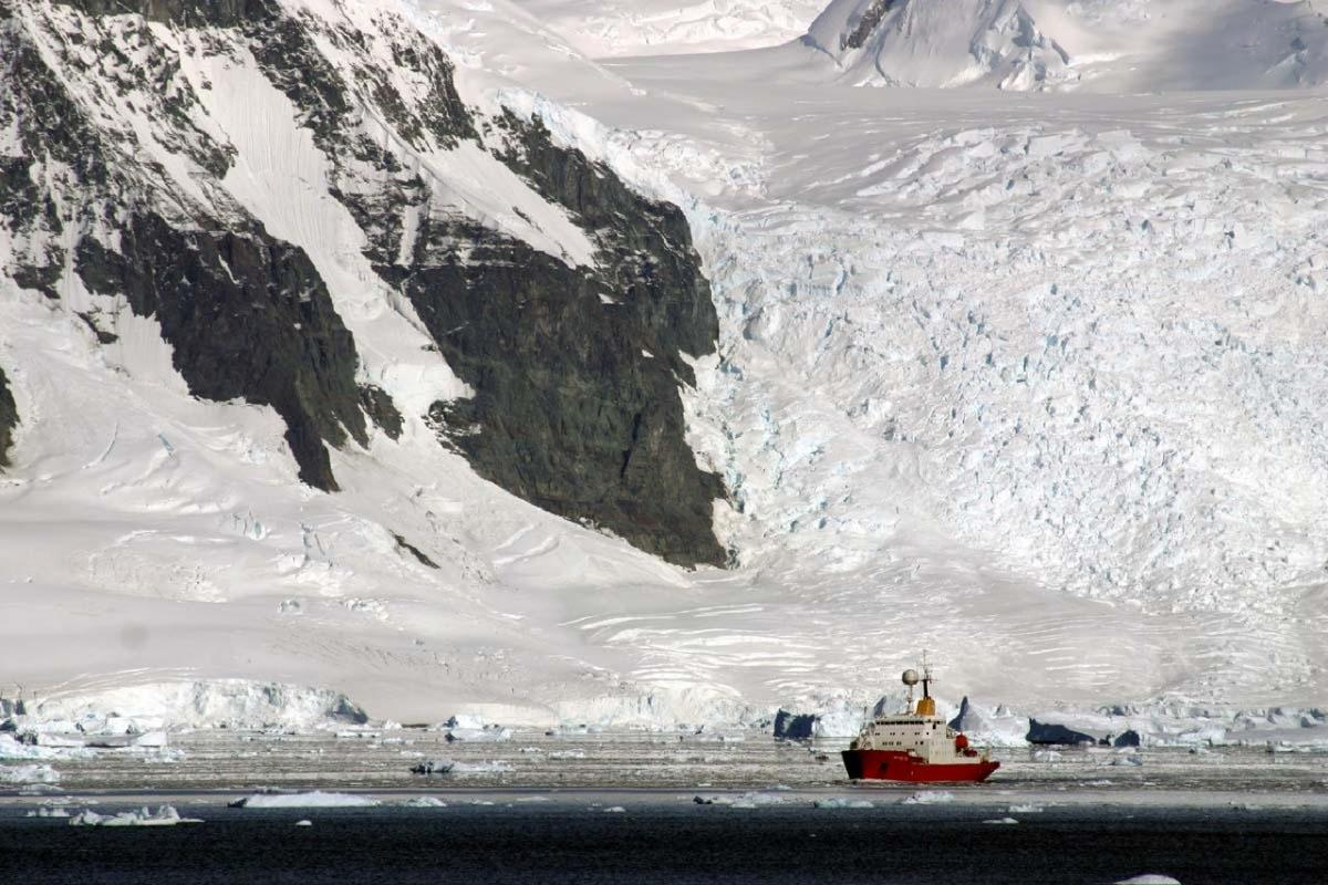 James Clark Ross to help explore oceans and climate change in the polar regions / photo bas.ac.uk