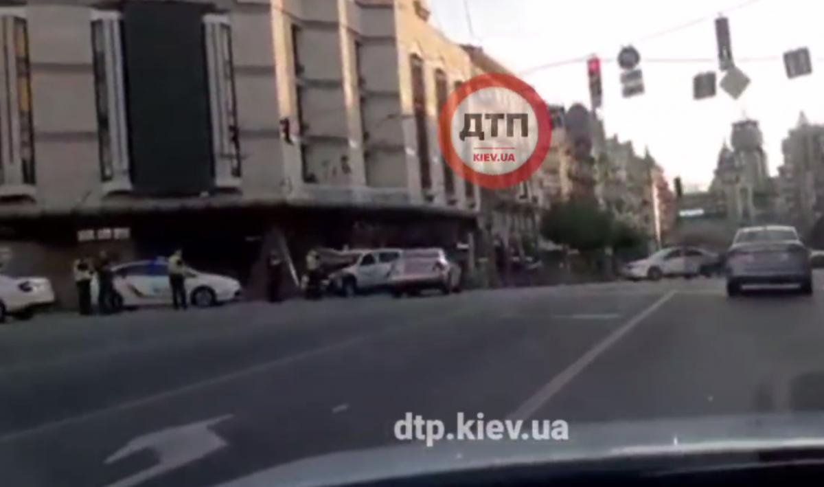 Поліцейські влаштували ДТП у Києві / скріншот