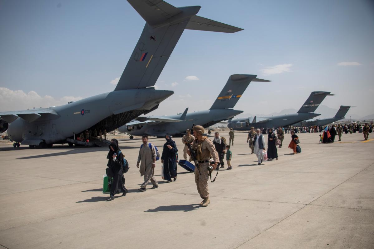 Аэропорт находится под охраной американских военных и их союзников / фото REUTERS