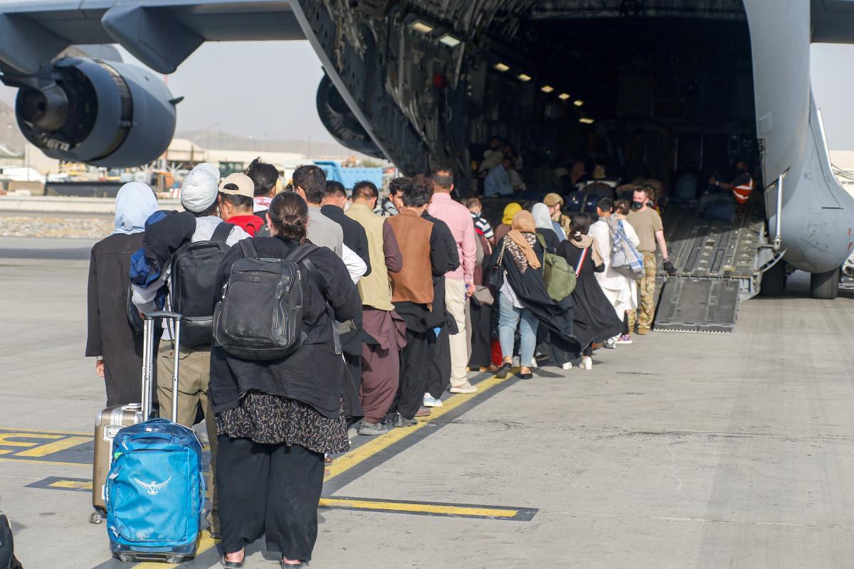 Аэропорт Кабула сегодня прекратил все рейсы / фото REUTERS