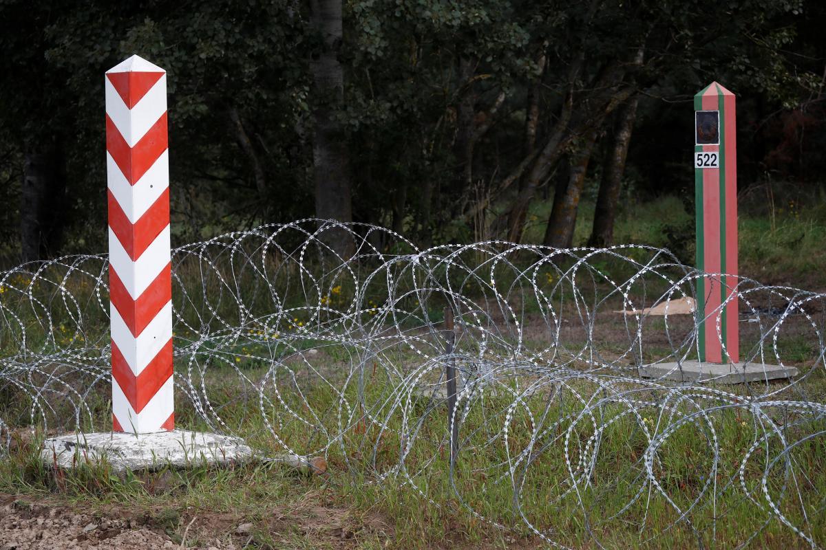 На кордоні Польщі і Балрорусі з'явиться паркан від мігрантів / фото REUTERS