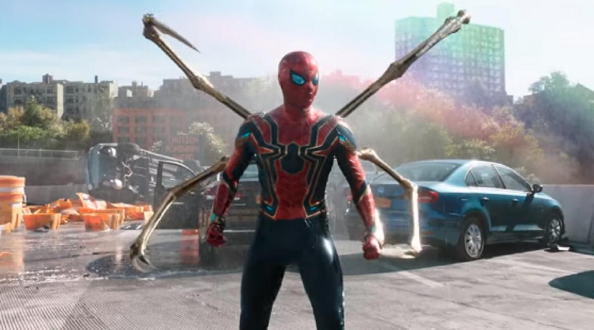 В кинотеатрах «Человек-паук» появится уже в декабре 2021 года / Скриншот
