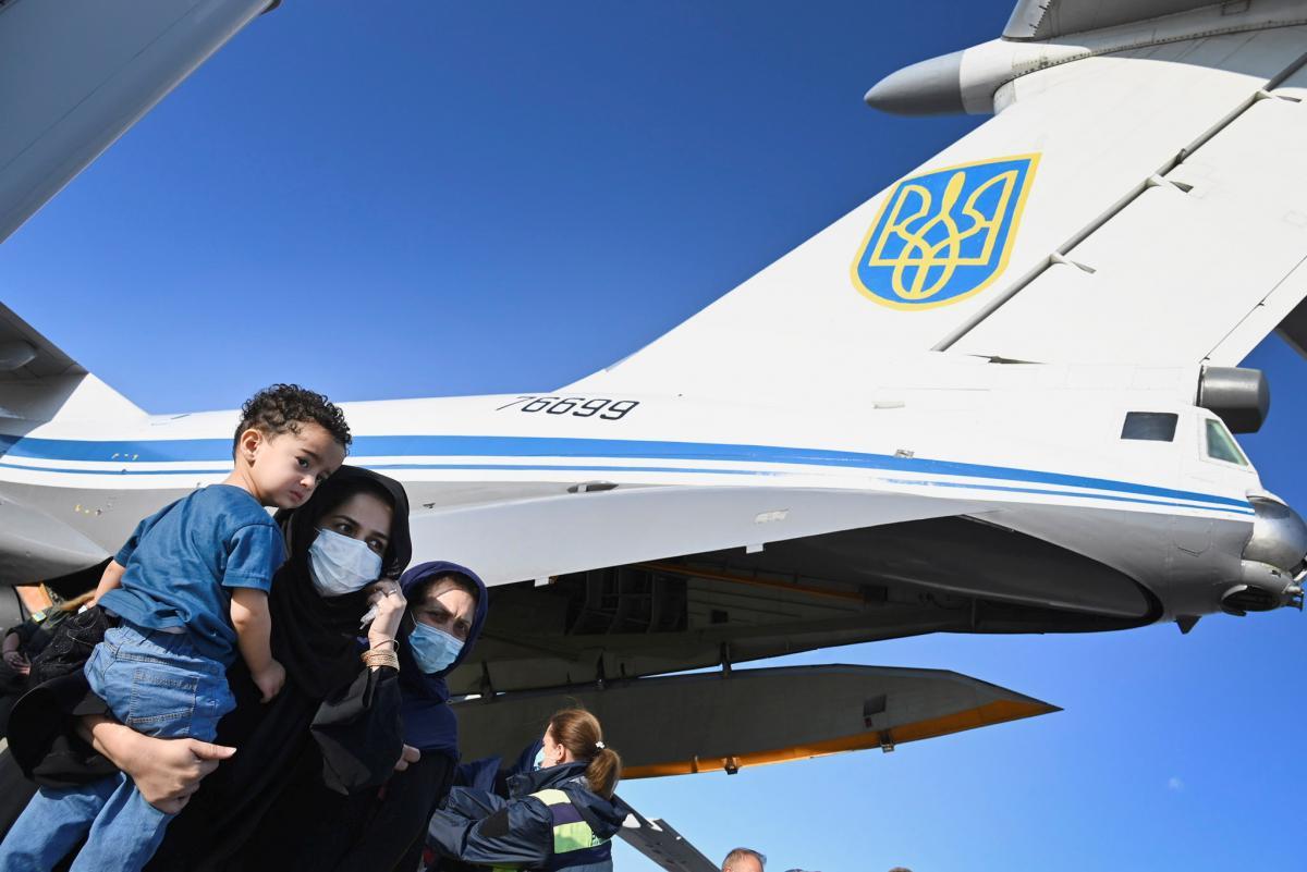 В Украину в конце августа прибыло около 700 человек из Афганистана / фото REUTERS