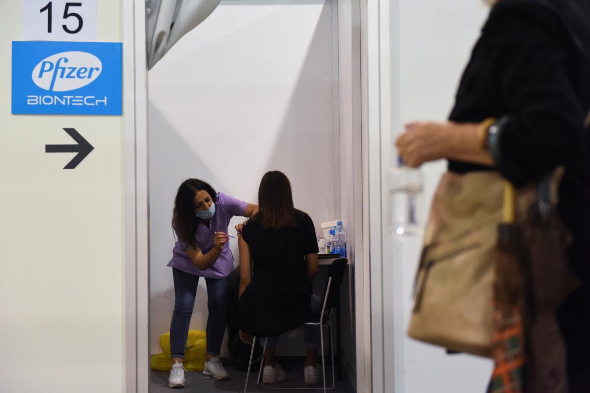 Самый высокий уровень вакцинации-в Киеве и Киевской области / фото REUTERS