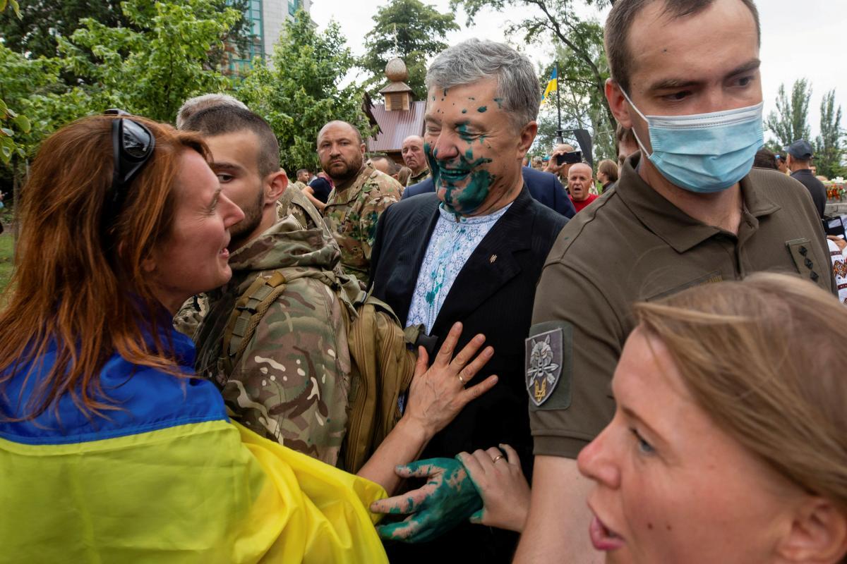Стало известно, как чувствует себя облитый зеленкой экс-президент Украины/ фото REUTERS