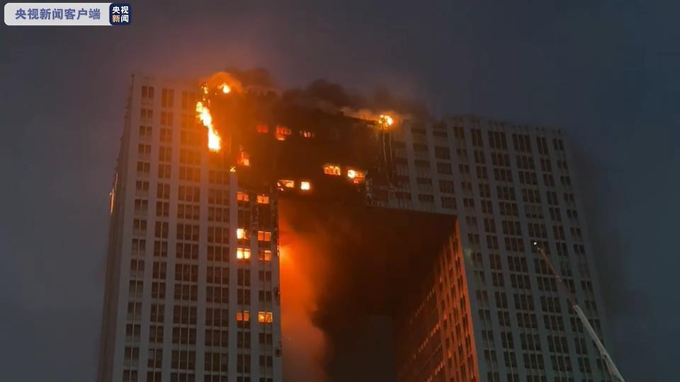 У китайському Даляні горить 400-квартирний житловий комплекс / фото lvv2.com