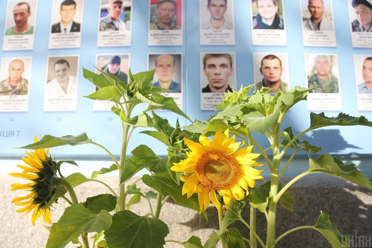 Ukraine honors the memory of its defenders who died for its independence / photo UNIAN