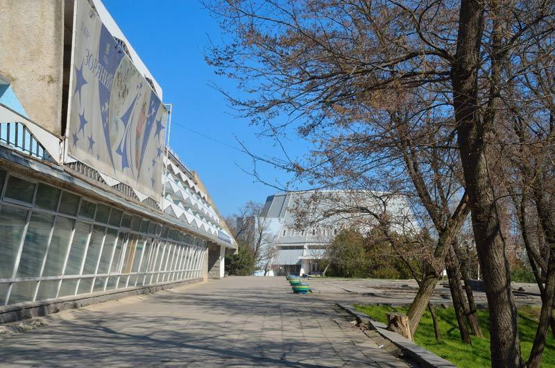 «Звездный» состоит из двух «крыльев» – 4-х и 3-этажного / фото moloda-gvardiya.com.ua