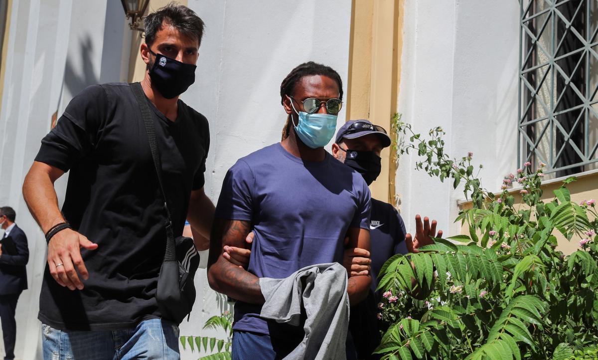 Рубен Семеду (в центре) уже задержан / фото REUTERS