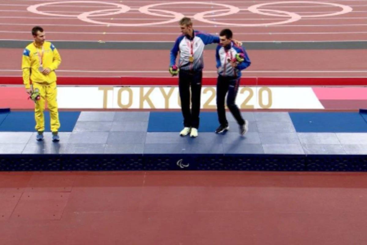 Цветов не захотел фотографироваться с российскими спортсменами / Скриншот