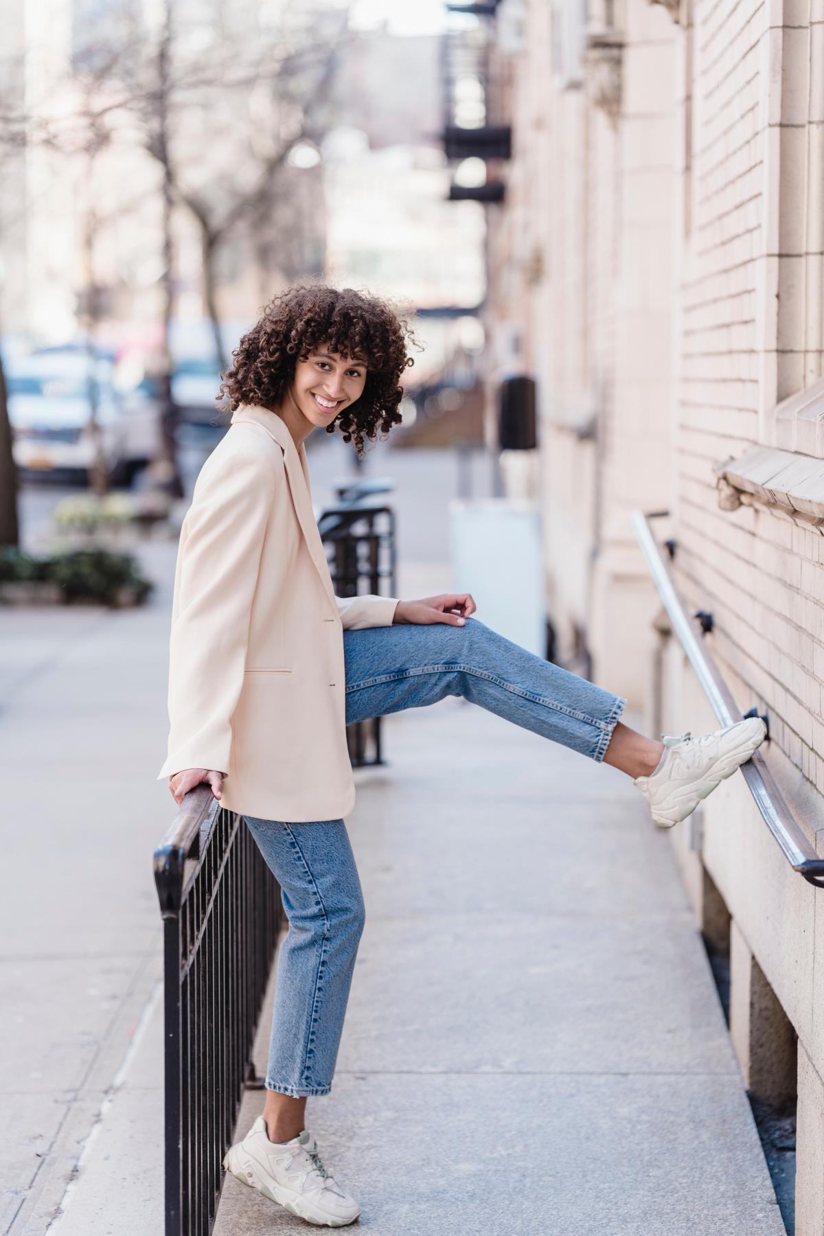 Модні джинси 2021 / pexels.com