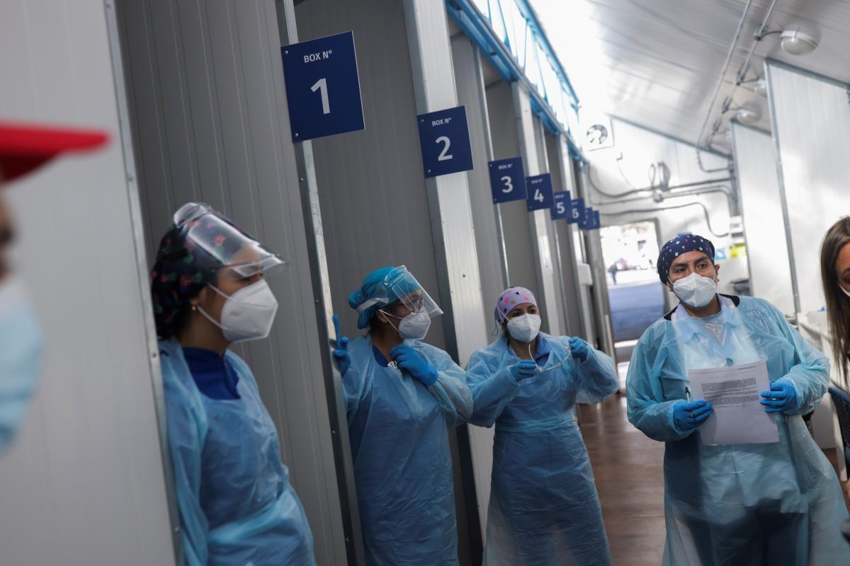 За минулу добу в країні померла 291 людина від COVID-19 \ фото REUTERS