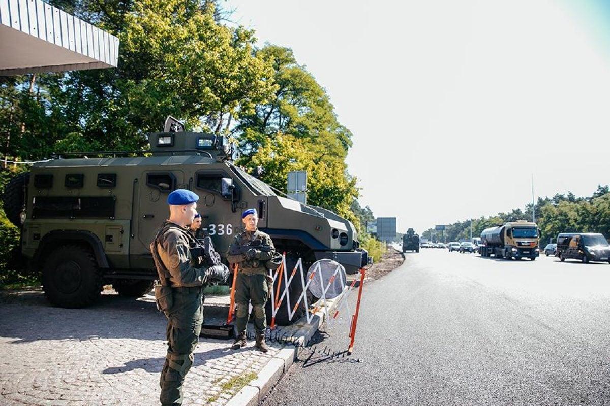 На въезде в Киев нацгвардейцы выставили блокпосты и бронетехнику (фото) —  УНИАН