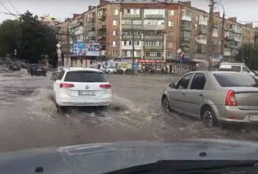 После невероятной жары Хмельницкий затопило: город ушел под воду (фото, видео)