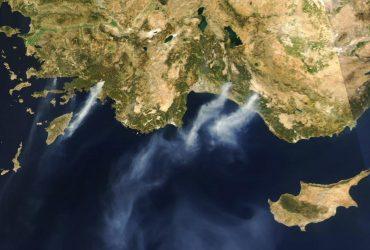 Пожары в Турции показали из космоса (фото)