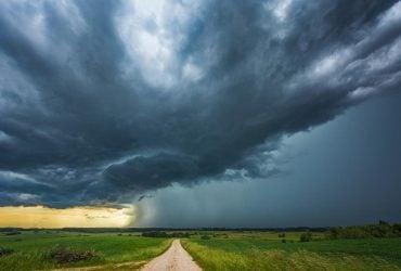 Синоптик прогнозирует сложную и неустойчивую погоду: в Украину идет циклон