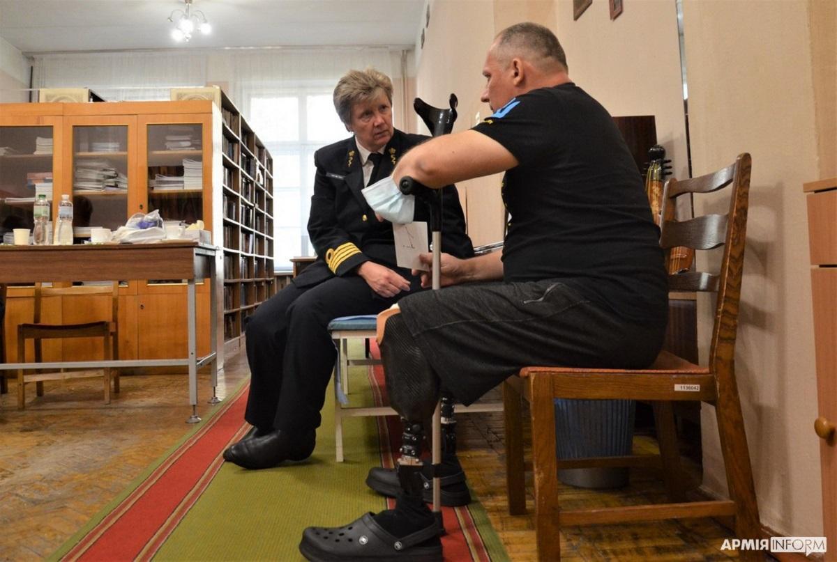"""Ветеран війниОлександр Терстуях сподівається на допомогу нідерландських лікарів / фото """"Армія Inform"""""""