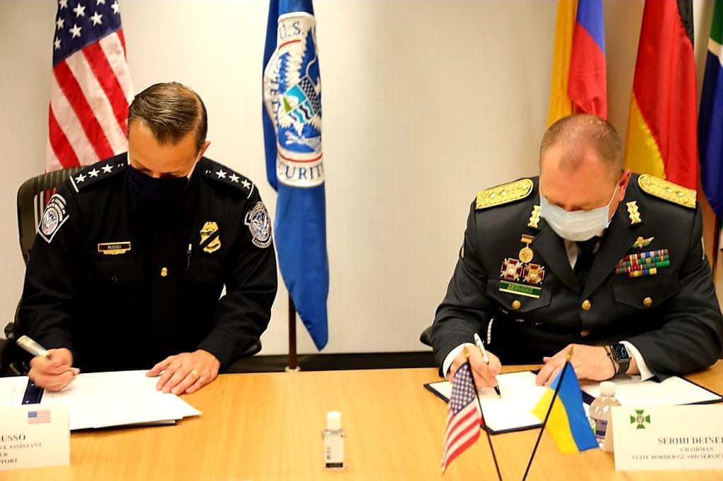 Ukraine and the United States signed an agreement concerning travelers / photo facebook.com/Serhiy Deyneko