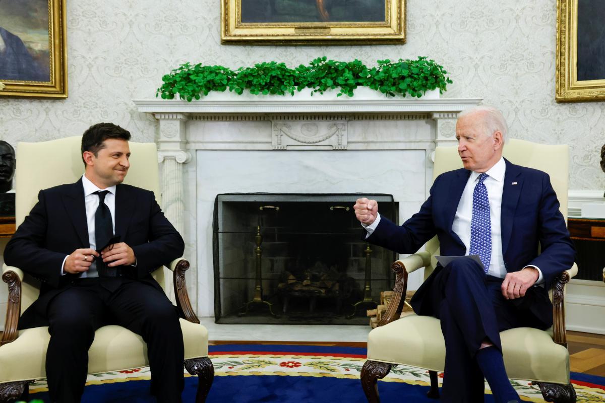 Во время разговора Байдена и Зеленского рассматривались вопросы, касающиеся будущего / фото REUTERS