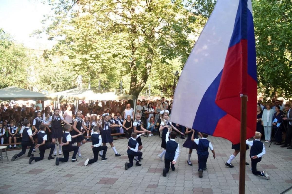 Для школьников включить гимн России и «Республики» / Сайт боевиков