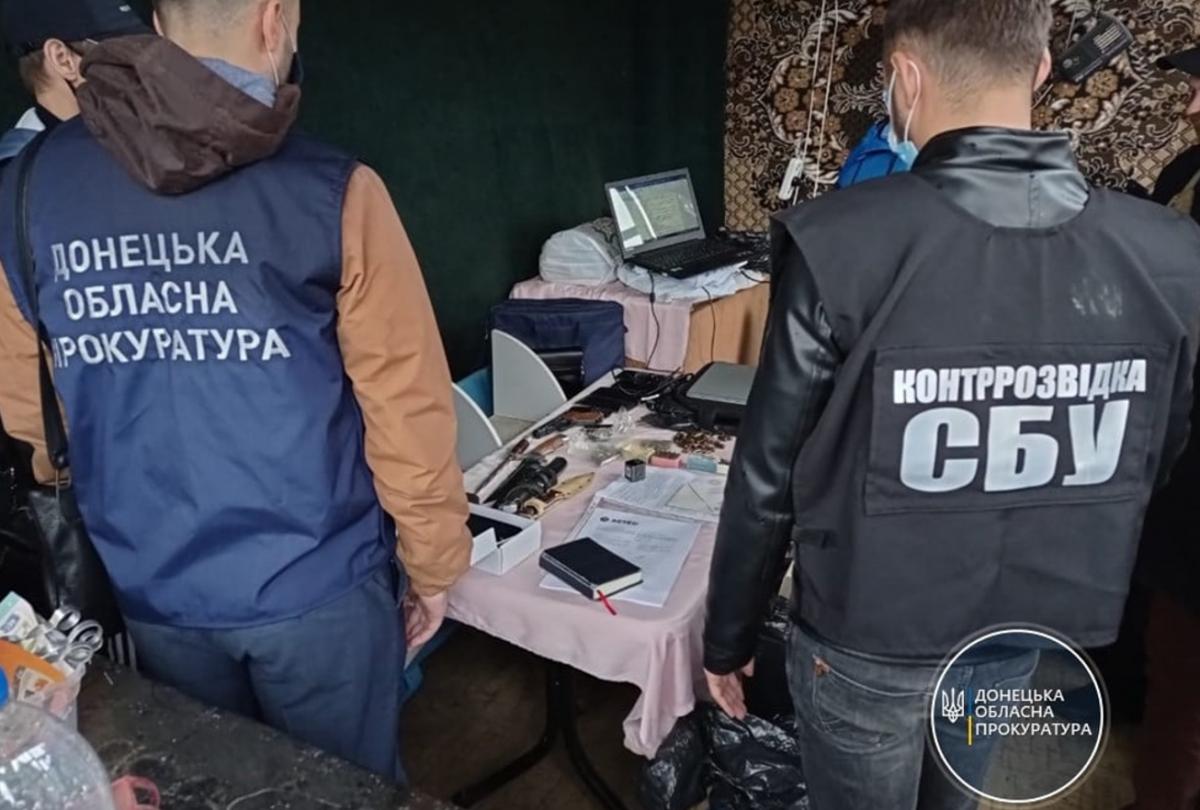У злоумышленника провели обыск / фото Донецкая областная прокуратура